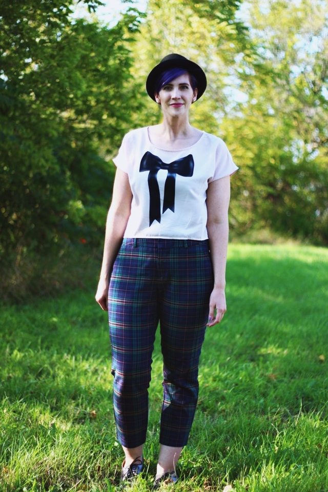 plaid-pants-quirky-basics-outfit-01