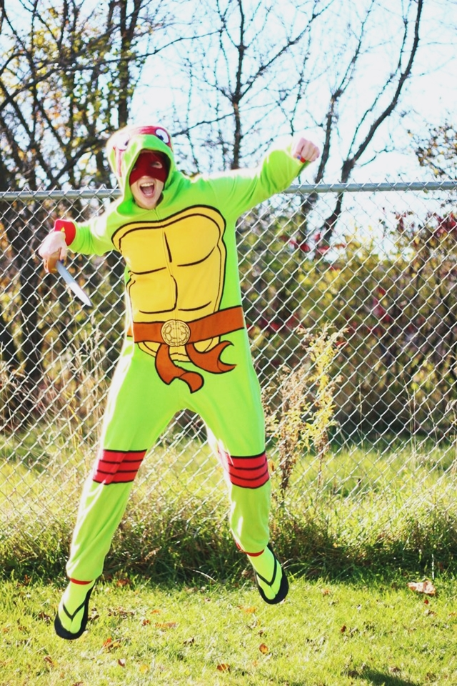 the outfit repeater hannah rupp vintage thrifted 1980s halloween costume ideas inspiration teenage mutant ninja turtle tmnt snuggie onesie pajamas