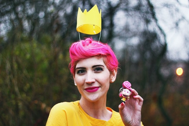 Fairly OddParents Wanda Halloween costume. Pink pixie cut, floaty crown, keychain