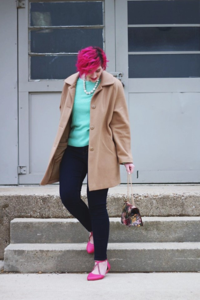 mint-sweater-secret-santa-pink-hair-christmas-outfit-08
