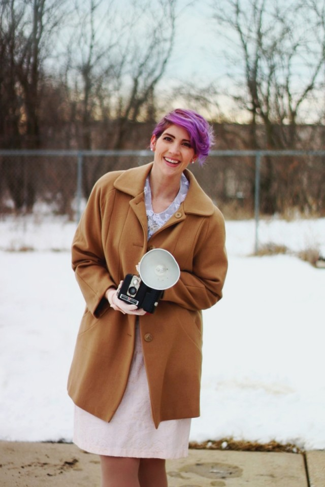 1950s-inspired-outfit-gloves-coat-purple-hair-06