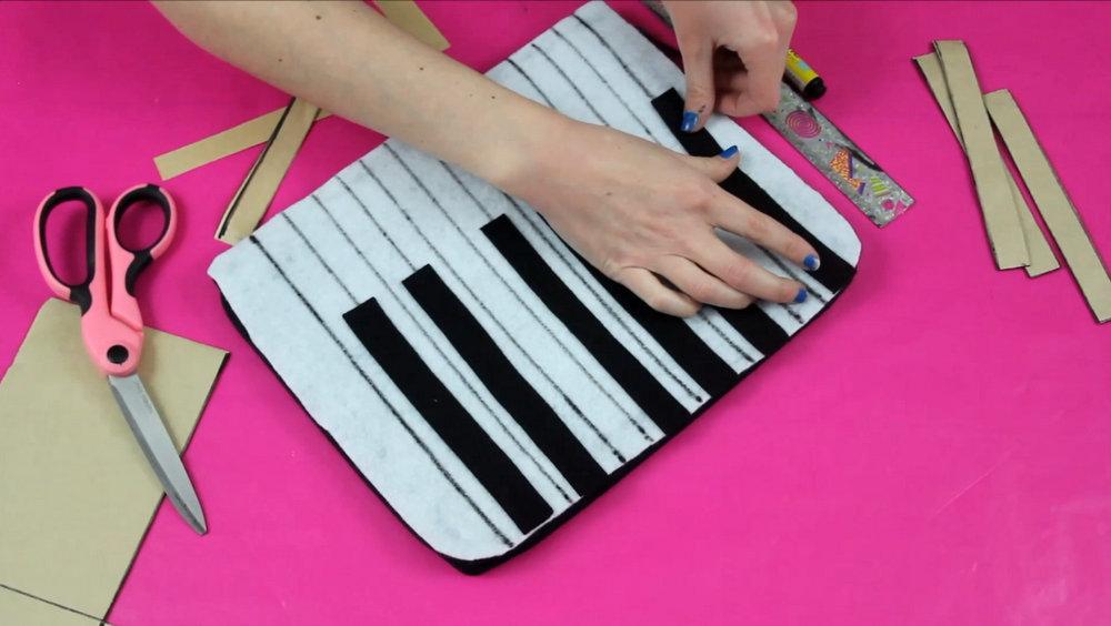 DIY Piano Keyboard Clutch   Fashion Flashback   www.theoutfitrepeater.com