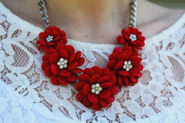 Spring style outfit: red flower necklace