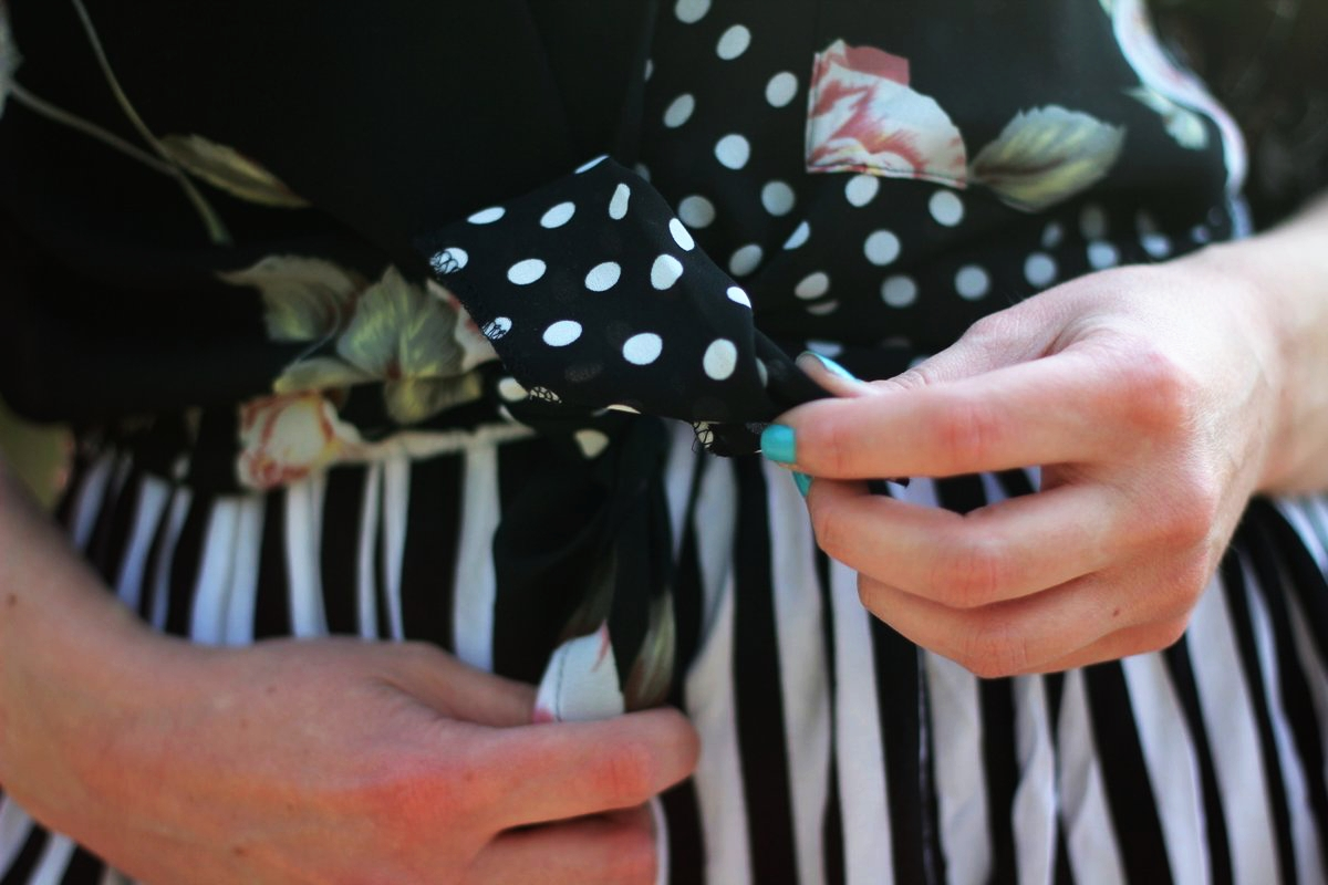 Mother's Day outfit print mixing details