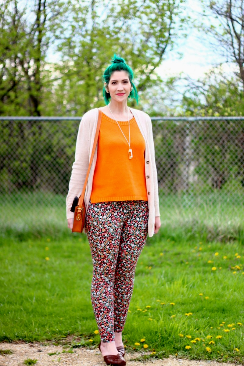 Outfit: vintage orange tank top, beige cardigan, green mini bun, thrifted floral pants, brown high heels, gold necklace