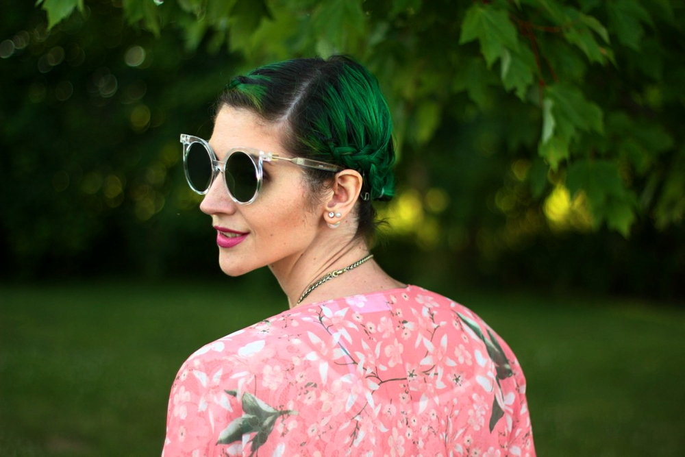 sunglasses-green-hair-pink-kimono-summer-outfit-01