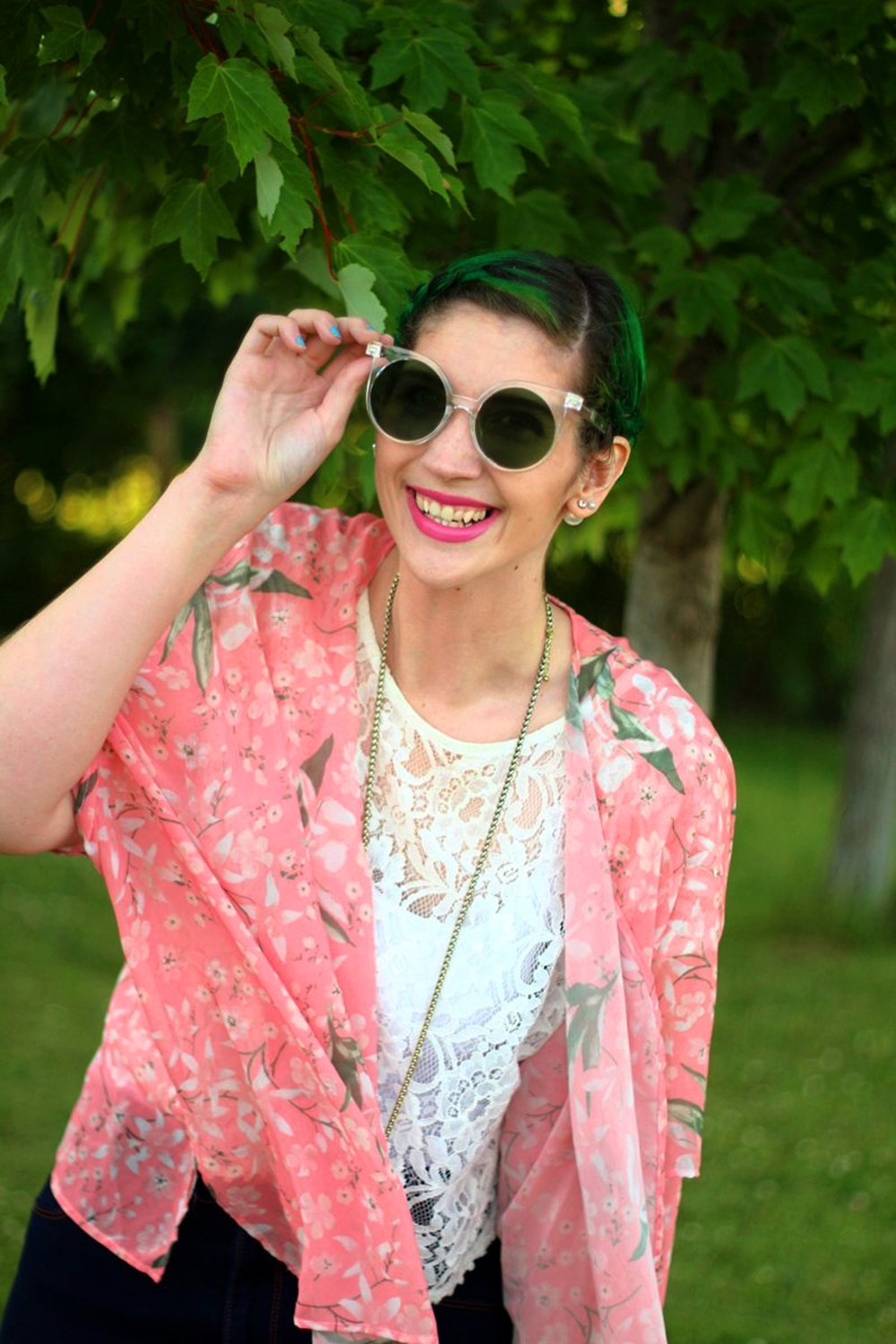 sunglasses-green-hair-pink-kimono-summer-outfit-02