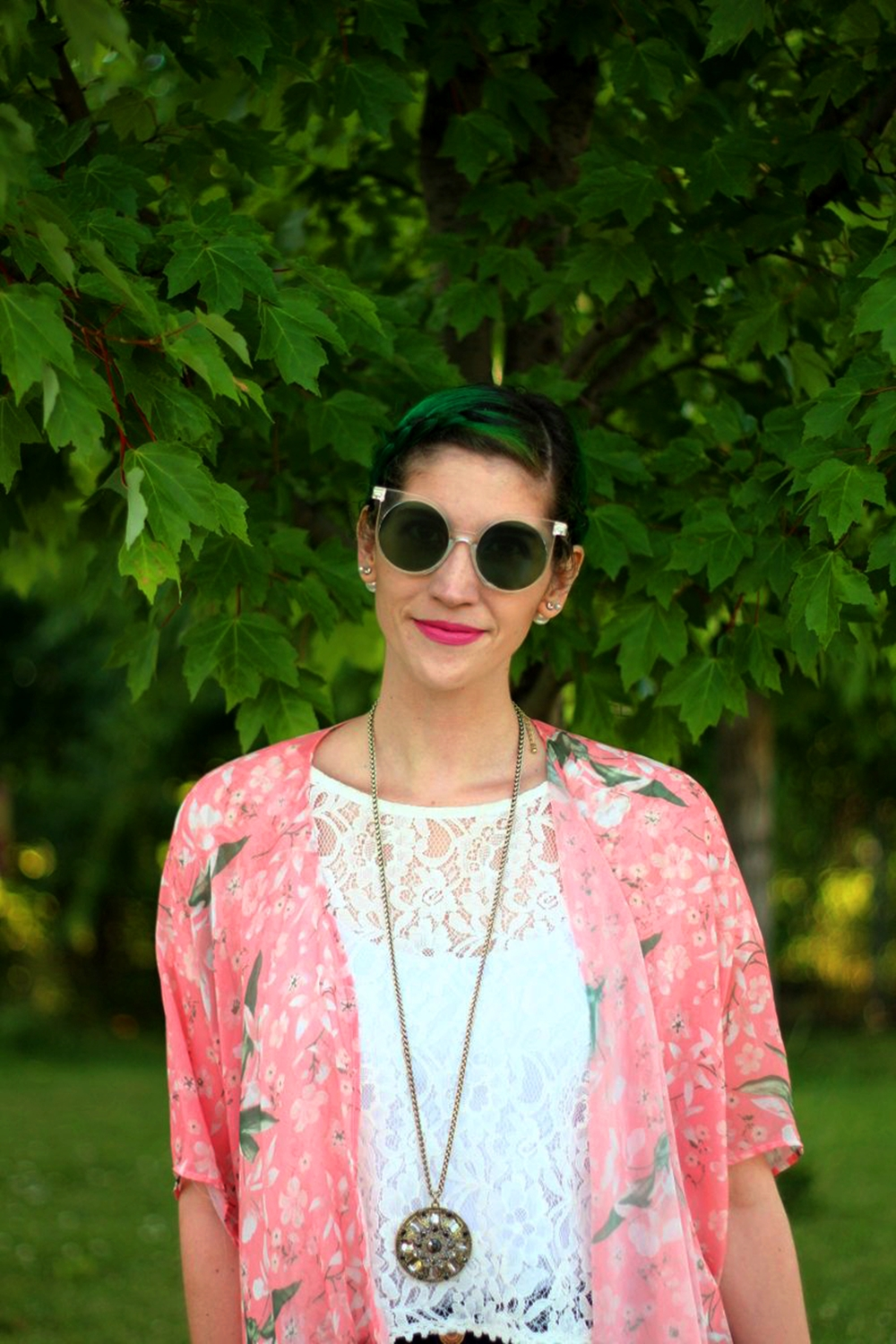 sunglasses-green-hair-pink-kimono-summer-outfit-03