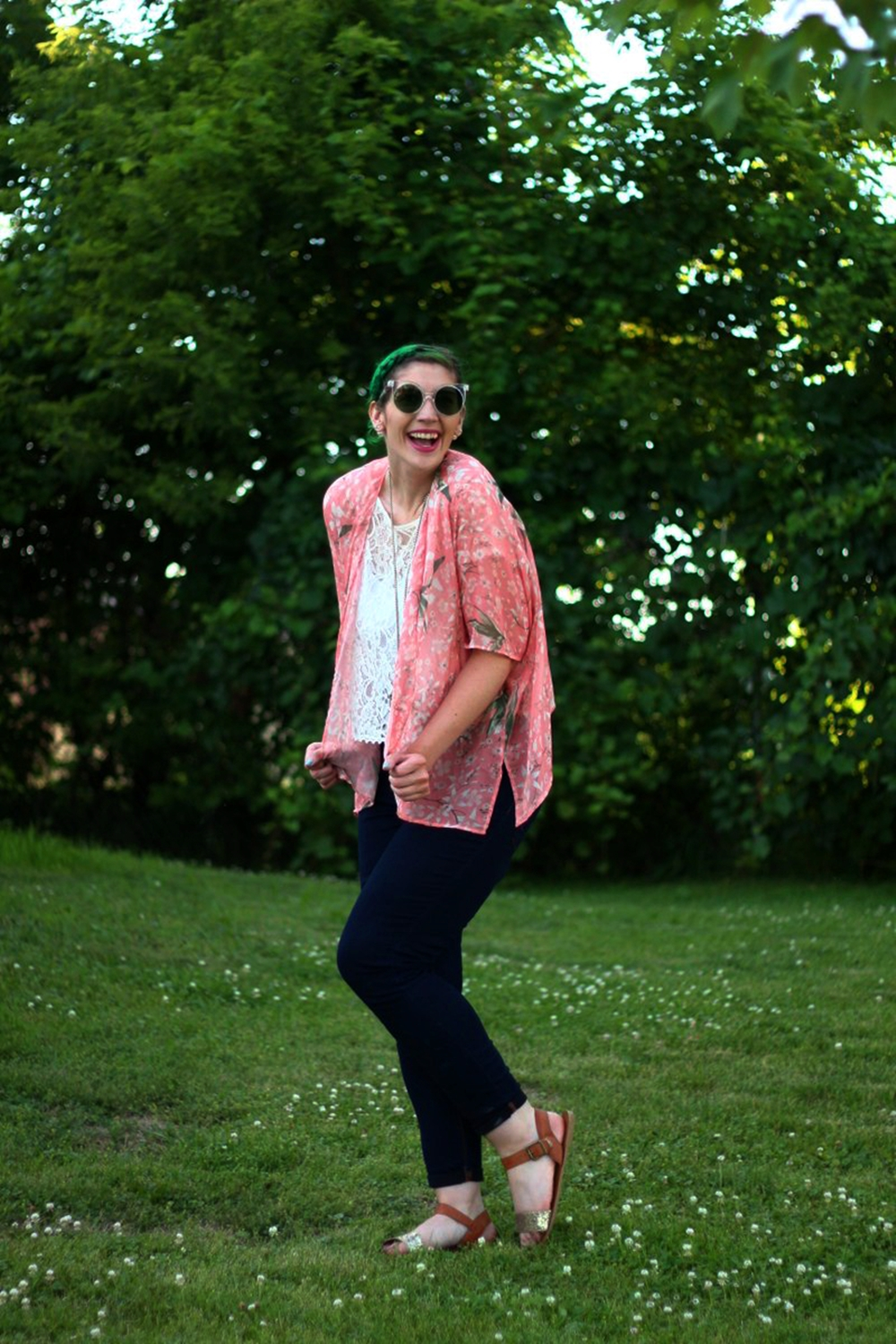 sunglasses-green-hair-pink-kimono-summer-outfit-05