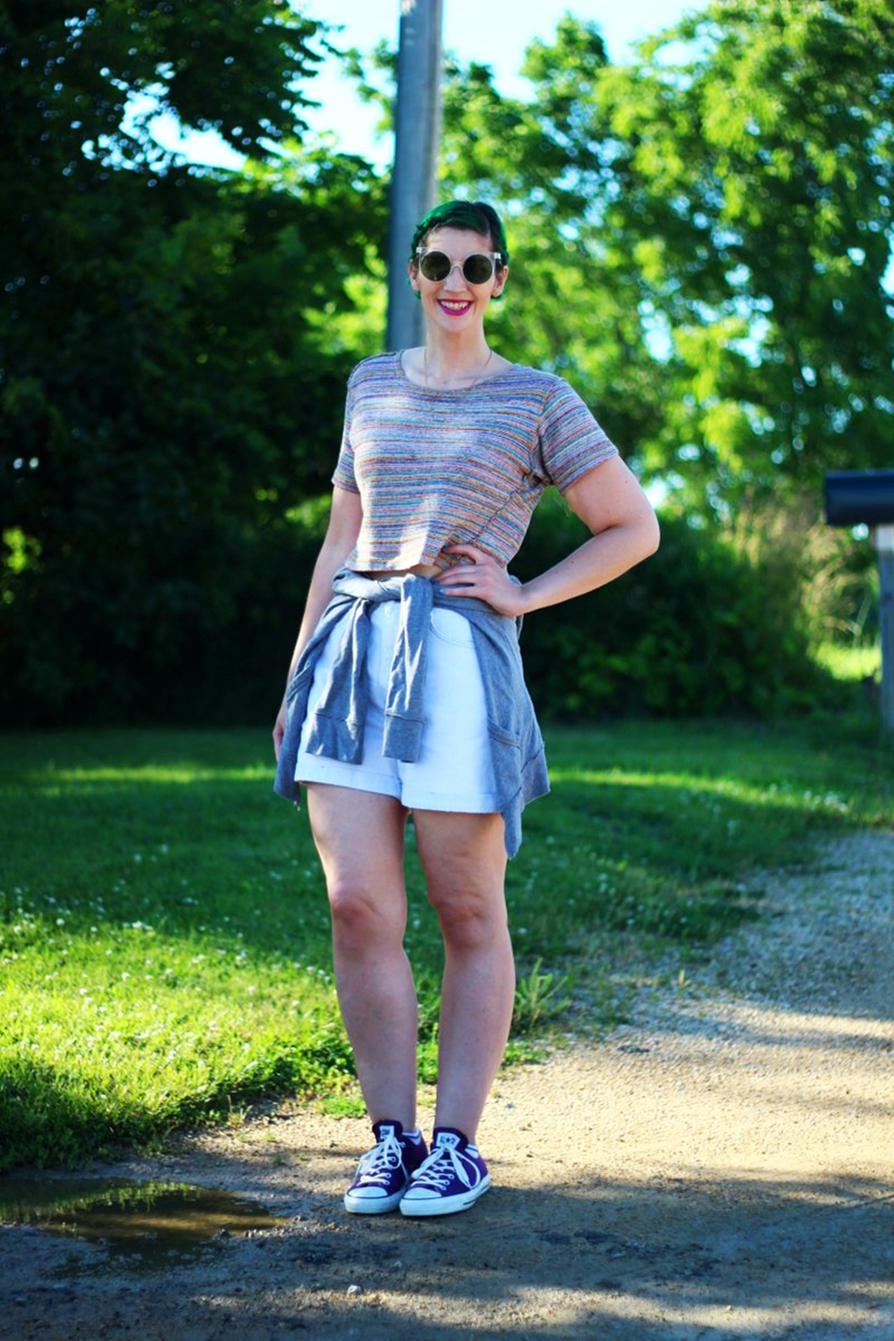sunglasses-green-hair-striped-crop-top-denim-summer-outfit-06