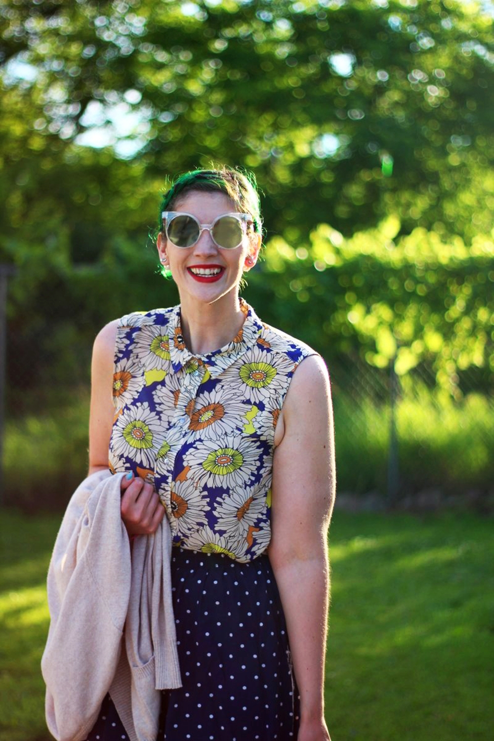 sunglasses-green-hair-vintage-floral-thrifted-summer-outfit-01