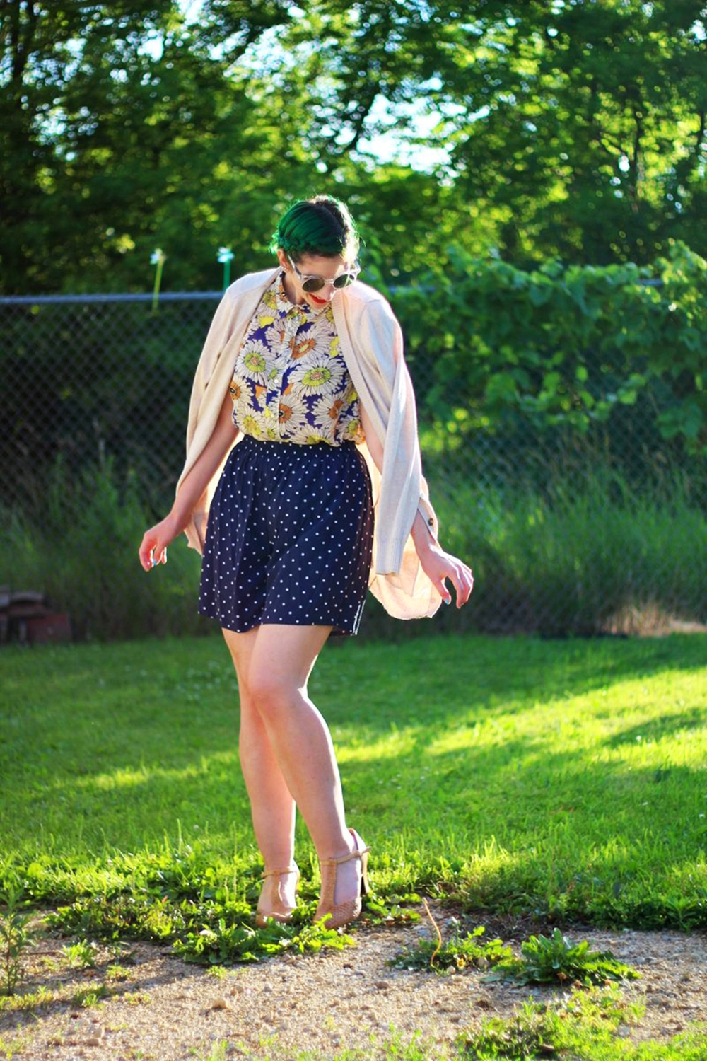 sunglasses-green-hair-vintage-floral-thrifted-summer-outfit-04
