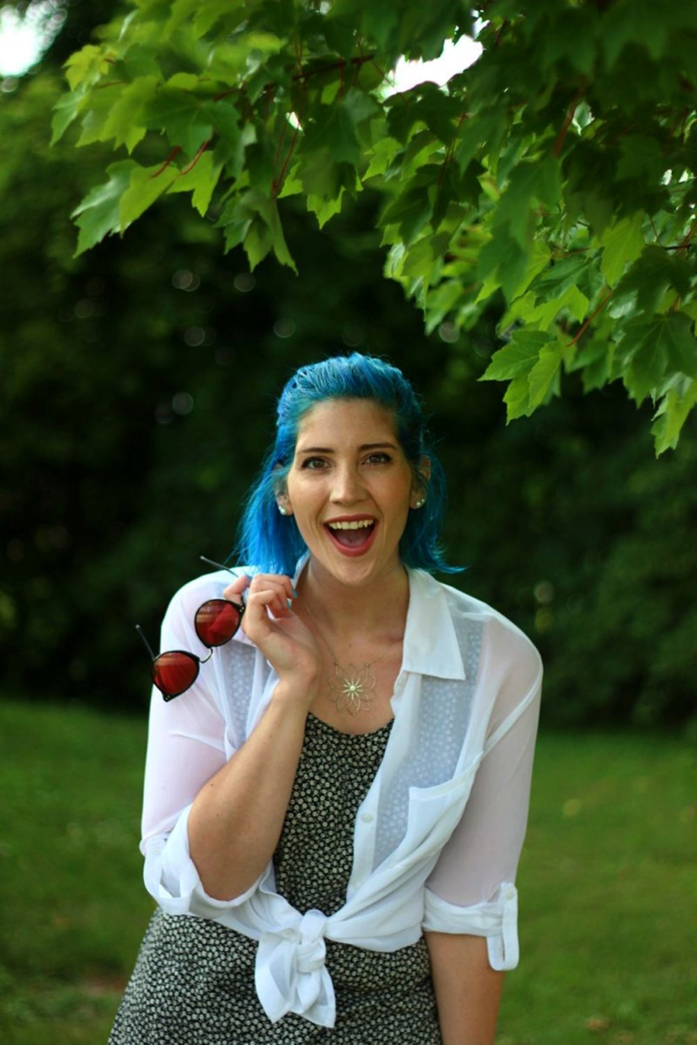 floral-dress-90s-blue-hair-outfit-03