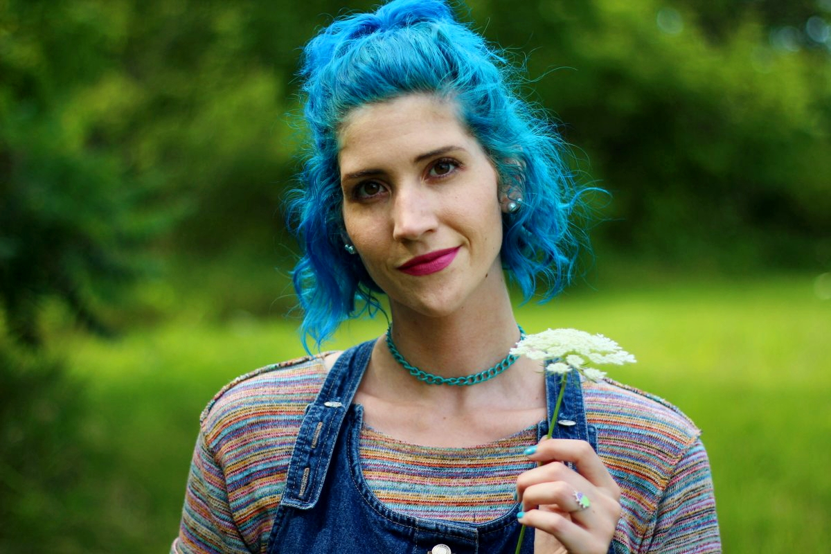 rainbow-crop-top-denim-jumper-blue-hair-outfit-05