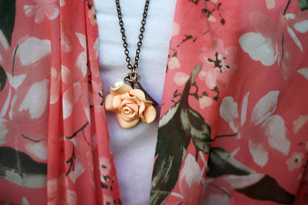 pink-kimono-maroon-maxi-skirt-blue-hair-outfit-06