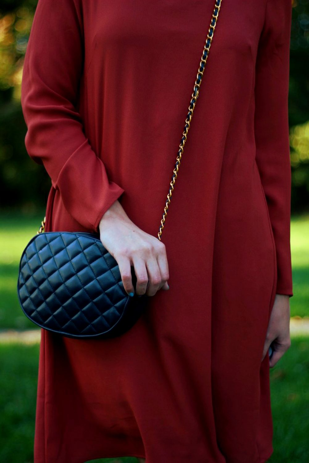 Outfit details: Orange retro style dress and navy purse