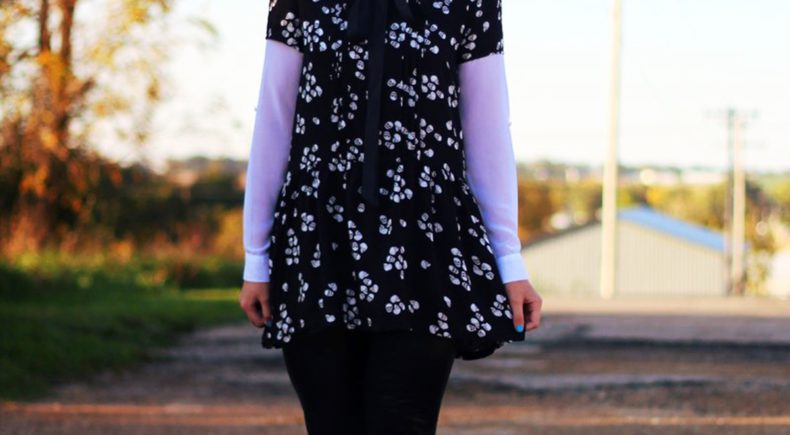 skull-dress-leggings-booties-autumn-fall-outfit-spooky-01