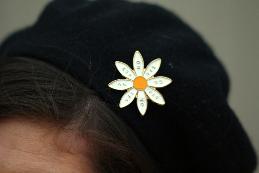 vintage black beret, daisy pin