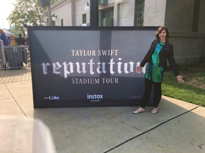 taylor swift concert reputation tour chicago, il 2018 rain hannah rupp the outfit repeater